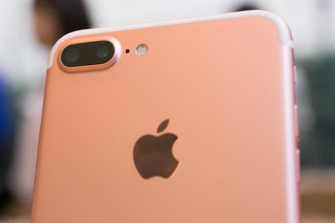 Galaxy S8 vs. iPhone 7: Dual Lens Camera