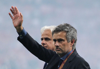 MADRID, SPAIN - MAY 22:  Head coach Jose Mourinho (R) of Inter Milan celebrates his team's victory at the end of the UEFA Champions League Final match between FC Bayern Muenchen and Inter Milan at the Estadio Santiago Bernabeu on May 22, 2010 in Madrid, Spain.  (Photo by Jasper Juinen/Getty Images)