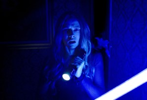 Lights Out (Movie) Review 8