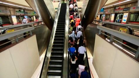 Image result for orang singapura taat aturan