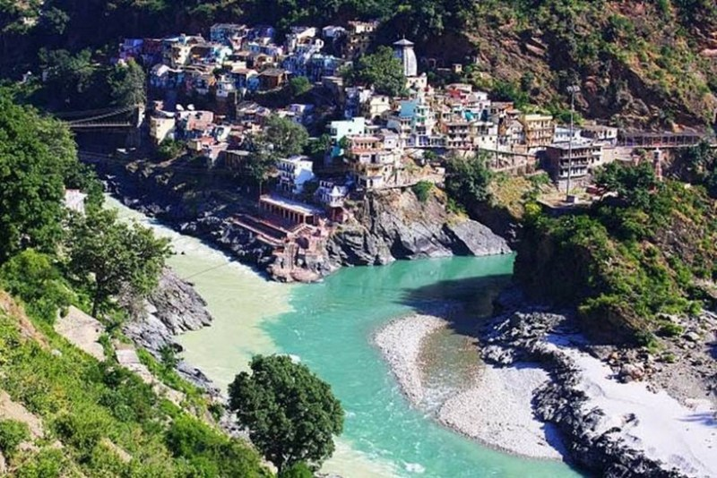 2. Место слияния рек Алакнанда и Бхагиратхи в Индийском городе Девапраяге река, течение