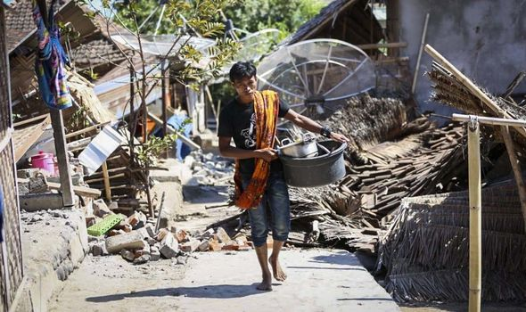 Lombok Bali earthquake damage in pictures: 142 dead - latest death toll as HUGE quake hits ...