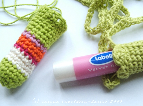 how_to_crochet_lipbalm_holder.JPG