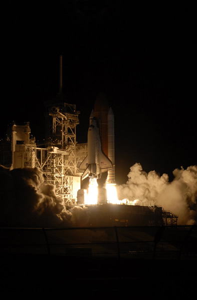 Discovery_Night_launch.jpg