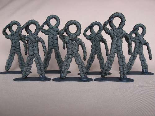 paracord_army_men_01.jpg