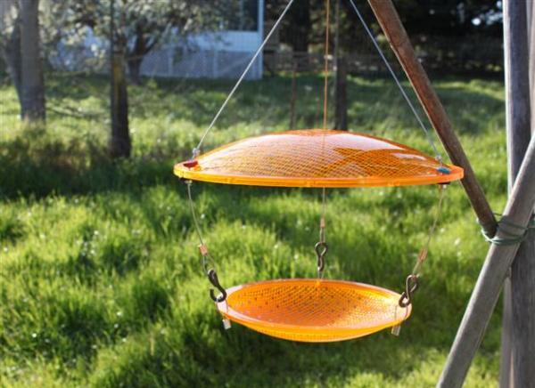 traffic_light_bird_feeder.jpg