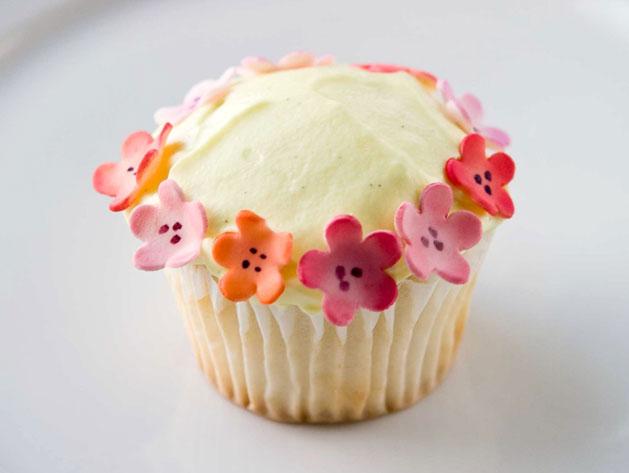 sugar-flowers-cupcake.jpg