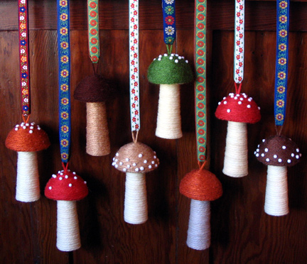 yarn_toadstool_pin_cushions.jpg