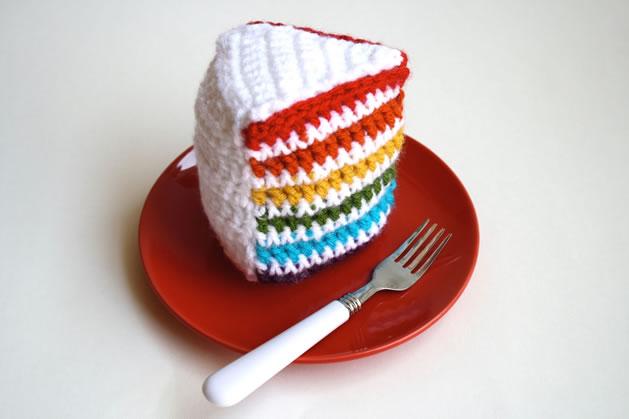 crochet_rainbow_cake.jpg