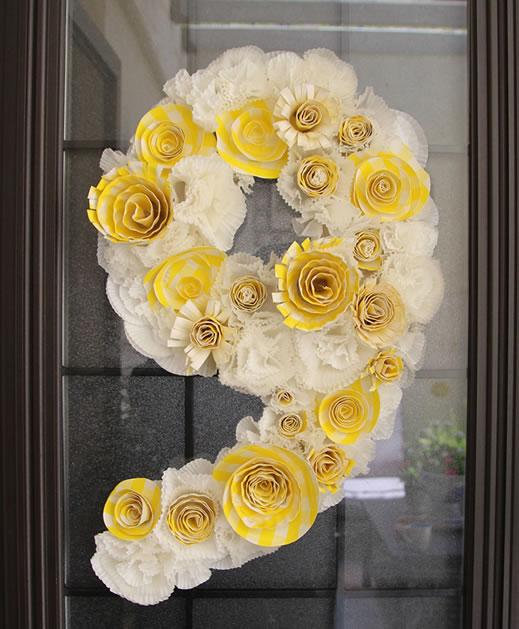 paper_plate_cupcake_liner_wreath.jpg