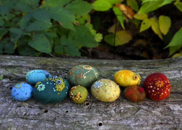lilfishstudios_felted_stones.jpg