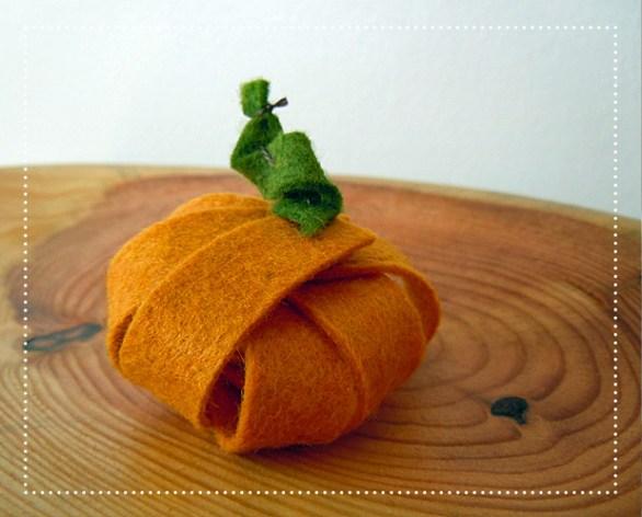 small_felt_pumpkin.jpg