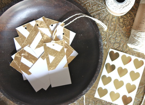 thehappyhomeblog_gold_leaf_gift_tags.jpg