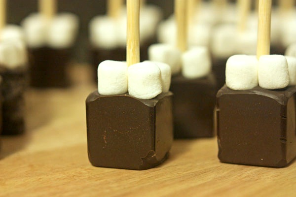 30poundsofapples_hot_chocolate_on_a_stick.jpg