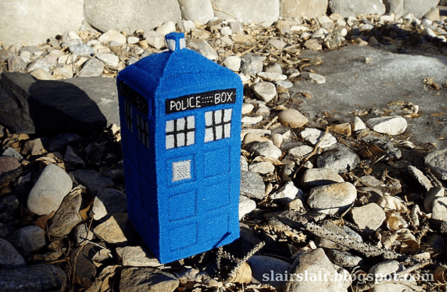 hand_stitched_felt_TARDIS.png