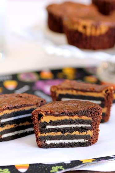 foodsnots_Oreo_and_Peanut_Butter_Brownie_Cakes.jpg