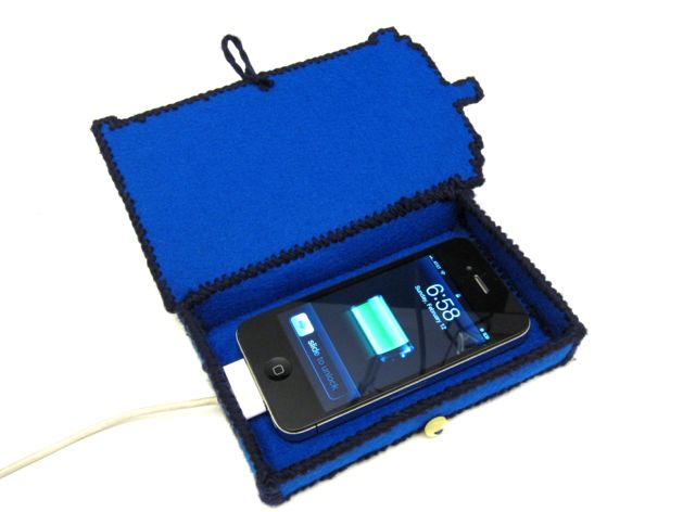 TARDIS_Phone_Charging_Station_Finished04.jpg
