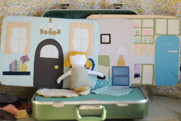 hartandsew_suitcase_dollhouse.jpg