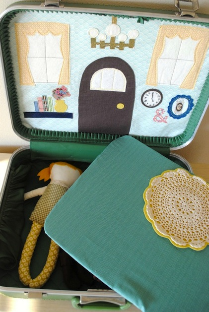 hartandsew_suitcase_dollhouse2.jpg