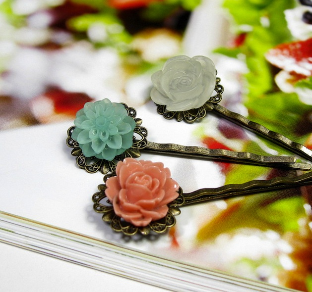 floral_hair_clips_flickr_roundup.jpg