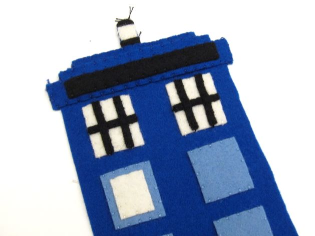 TARDIS_Phone_Charging_Station_Step05.jpg