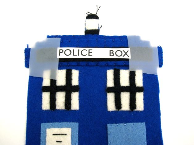 TARDIS_Phone_Charging_Station_Step07a.jpg