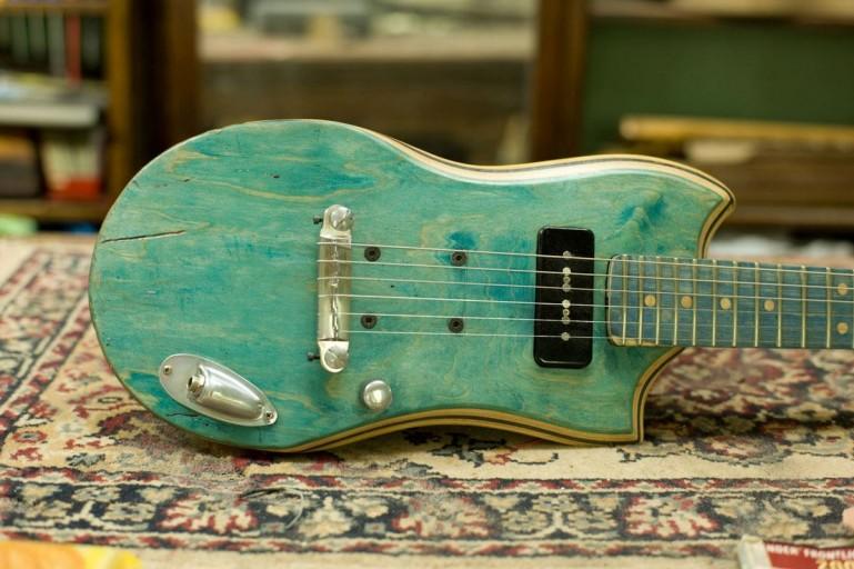 skate-guitars-1