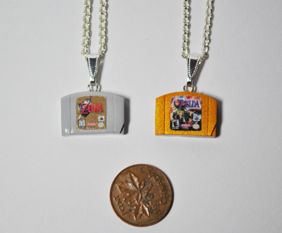 nintendo-cartidge-necklaces-1