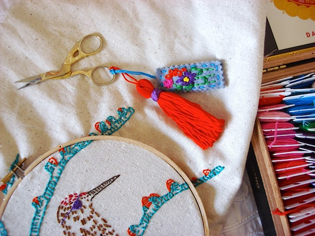 feelingstitchy_embroidery_scissors_tassel_and_charm_01