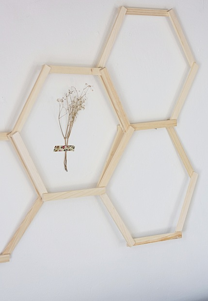 hellodiy_honeycomb_wall_art_02