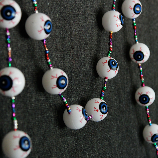 handsoccupied_eyeball_garland_01