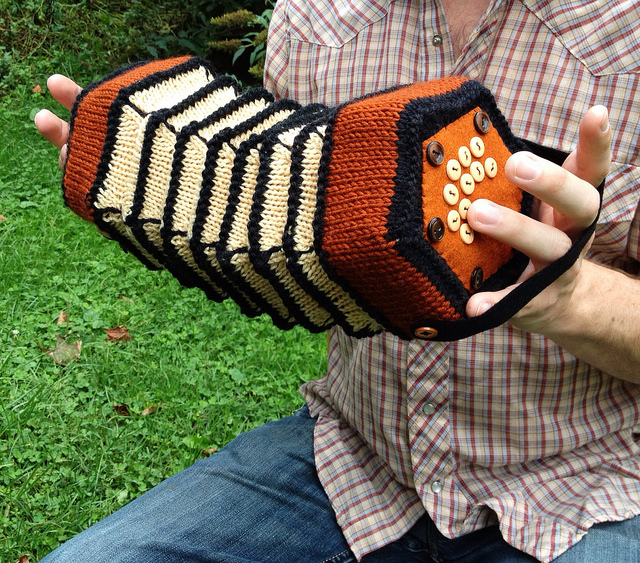 knitted_accordion_1