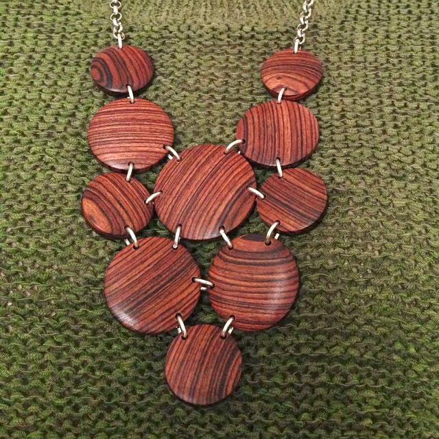 k-and-w-wooden-knecklace-1