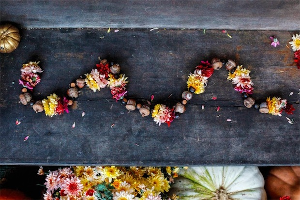 poppytalk_fall_flower_and_acorn_garland_01