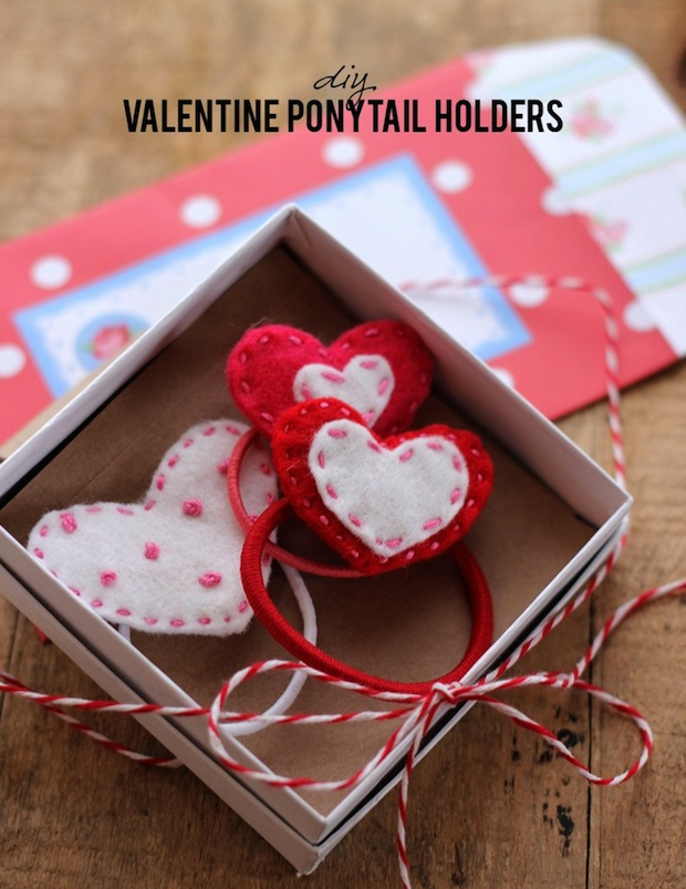 aliceandlois_valentine_ponytail_holder_01