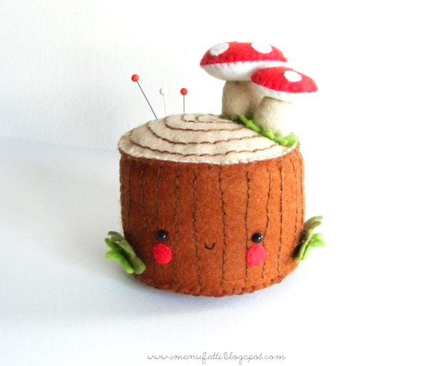 bugsandfishes_felt_tree_stump_pincushion_01