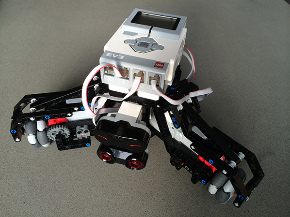 Aswin Bouwmeester's holonomic Mindstorms robot, programmed with LeJOS.