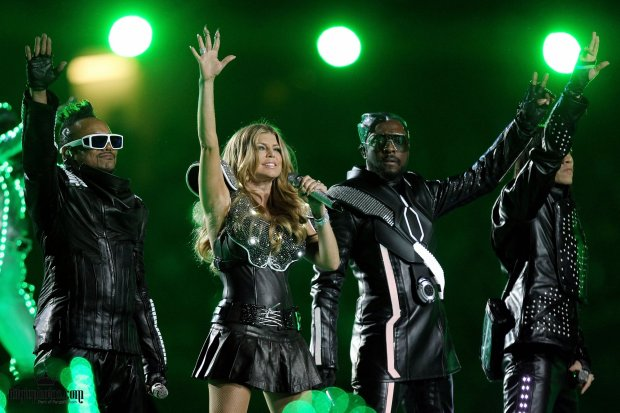 Wipprecht collaboratively created Fergie's outfit for Super Bowl 2011.
