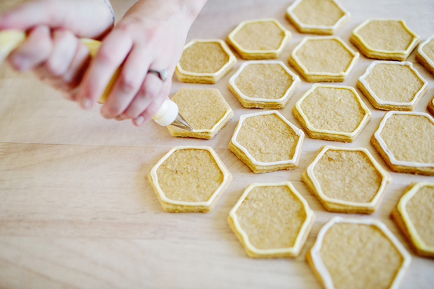 abeautifulmess_honeycomb_sugar_cookies_02