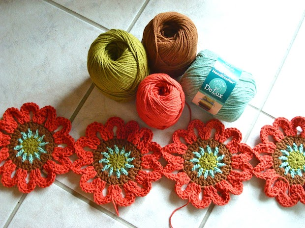 onceuponapinkmoon_crocheted_flower_curtain_02