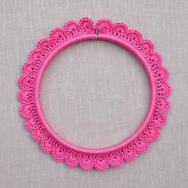 thehomemakery_crochet_around_embroidery_hoop_01