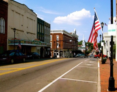 Here Are 8 MORE Beautiful, Charming Small Towns In Tennessee