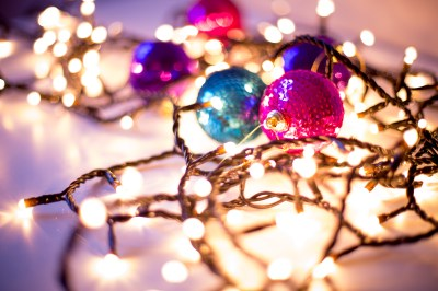 16 Gorgeous Christmas & Holiday Themed Bokeh Wallpapers