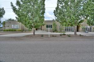 3140 Beach Road NW, Albuquerque, NM 87104
