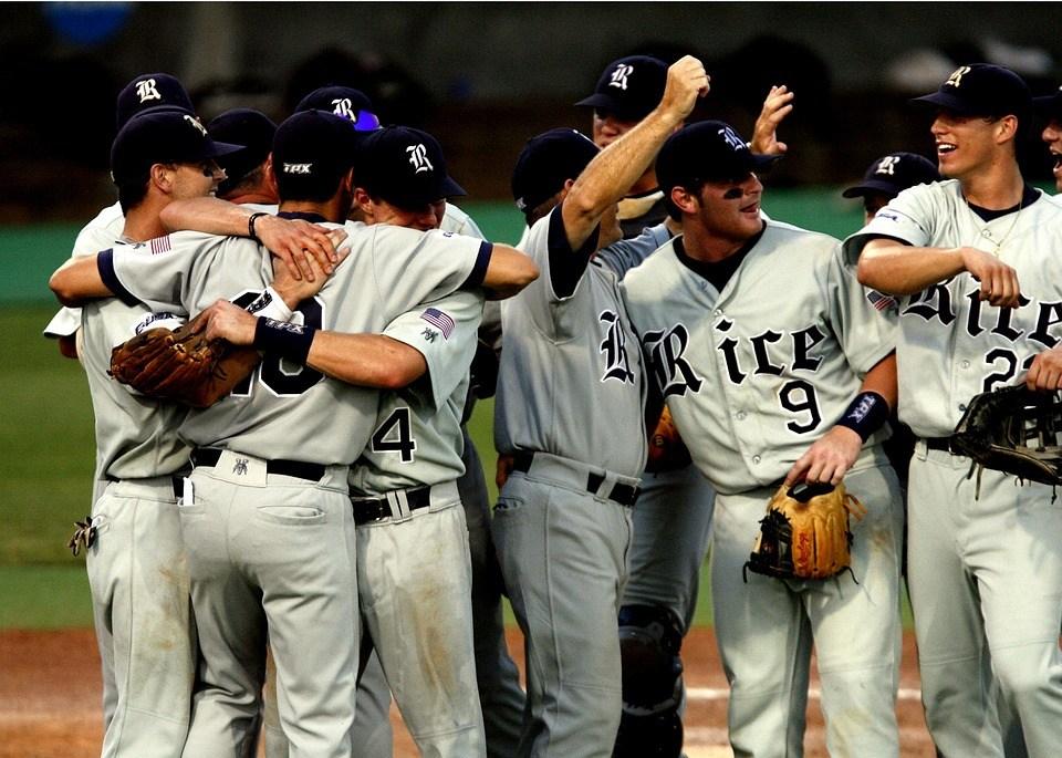 喜んでいる野球チーム