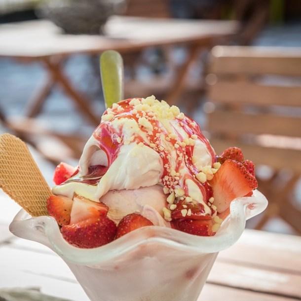 イチゴアイスのパフェ