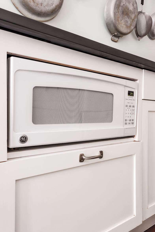 Splendent Ir Brooklyn Strategies Ann Desaussure Davidson Scott Davidson Tucked A Compact Microwave Under Counter Hiding Microwave Remodelista houzz 01 Under Counter Microwave