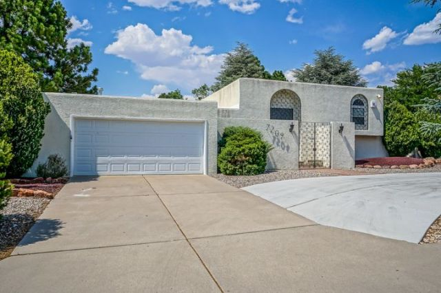 7209 Arroyo Del Oso Avenue NE, Albuquerque, NM 87109