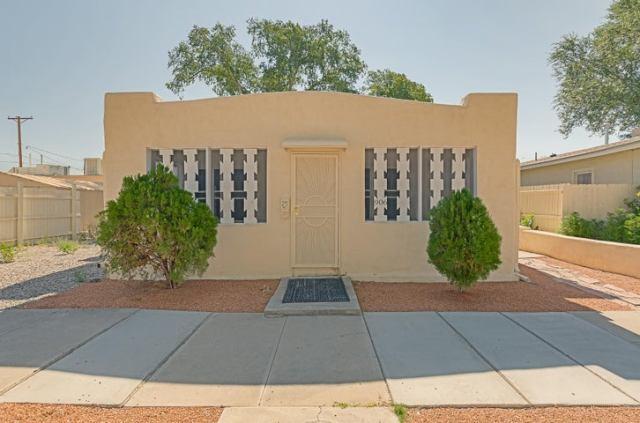 906 Brother Matthias Street NW, Albuquerque, NM 87102