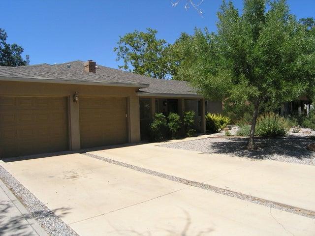 325 Sierra Place NE, Albuquerque, NM 87108